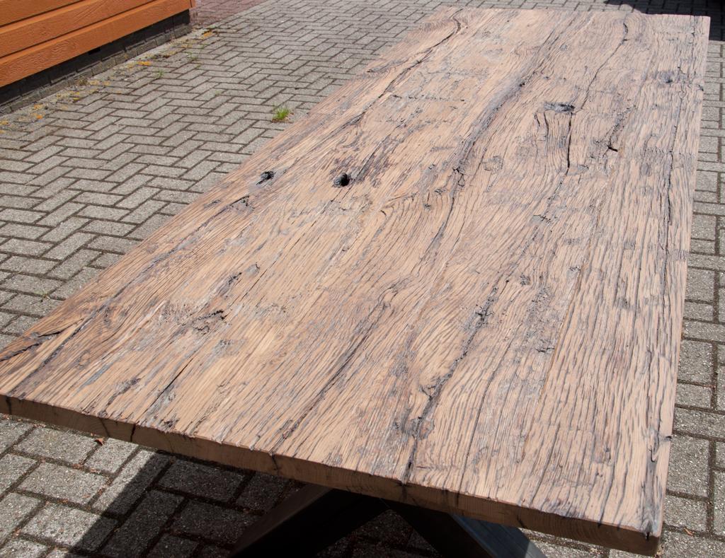 Doe het zelf hippe industriele tafel maken door lassen en for Zelf vijverfolie lassen